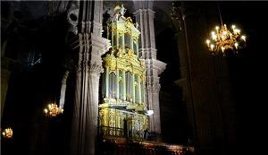 De noche, el órgano